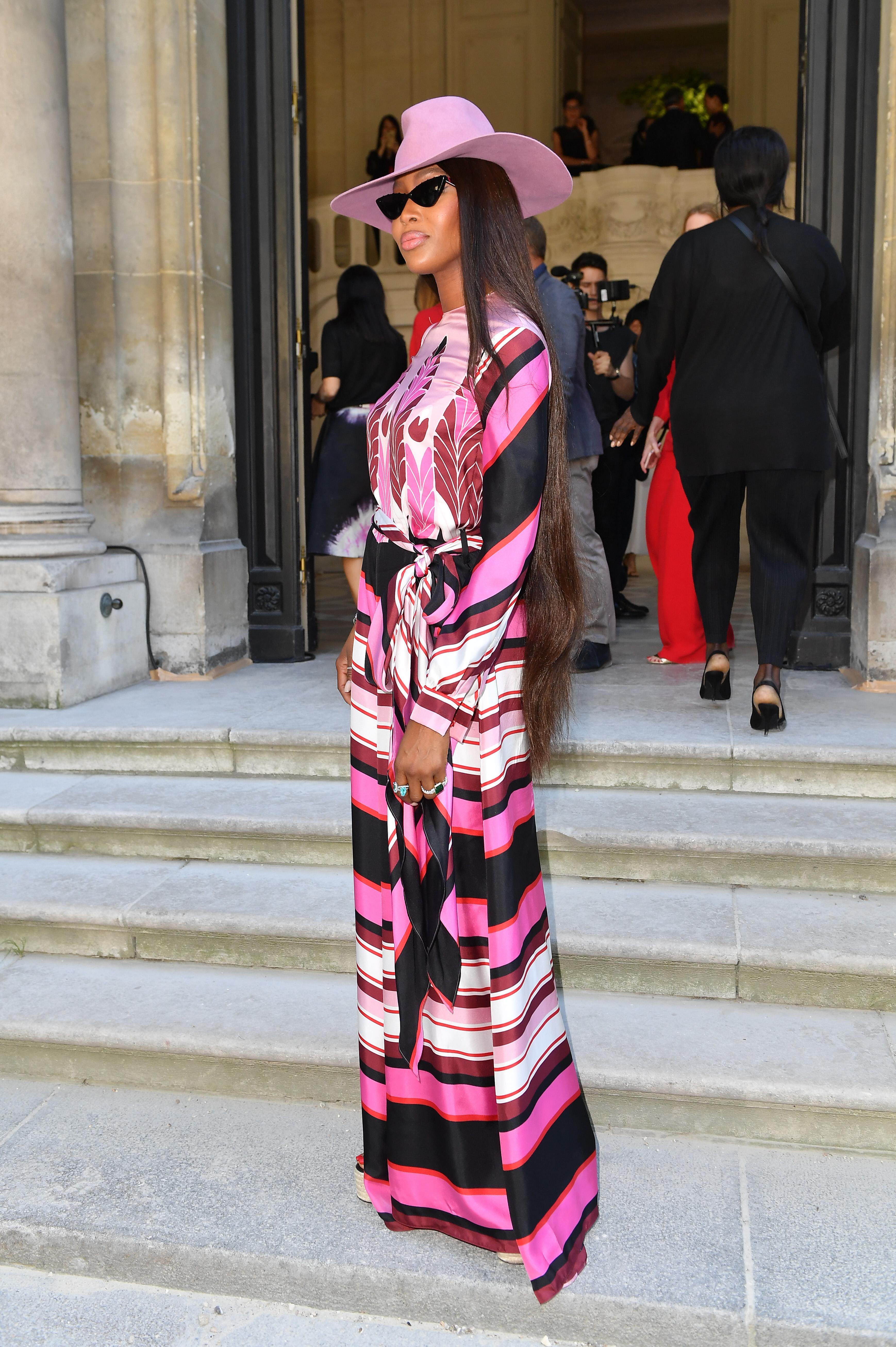 Naomi Campbell, looks, paris, semana de la moda