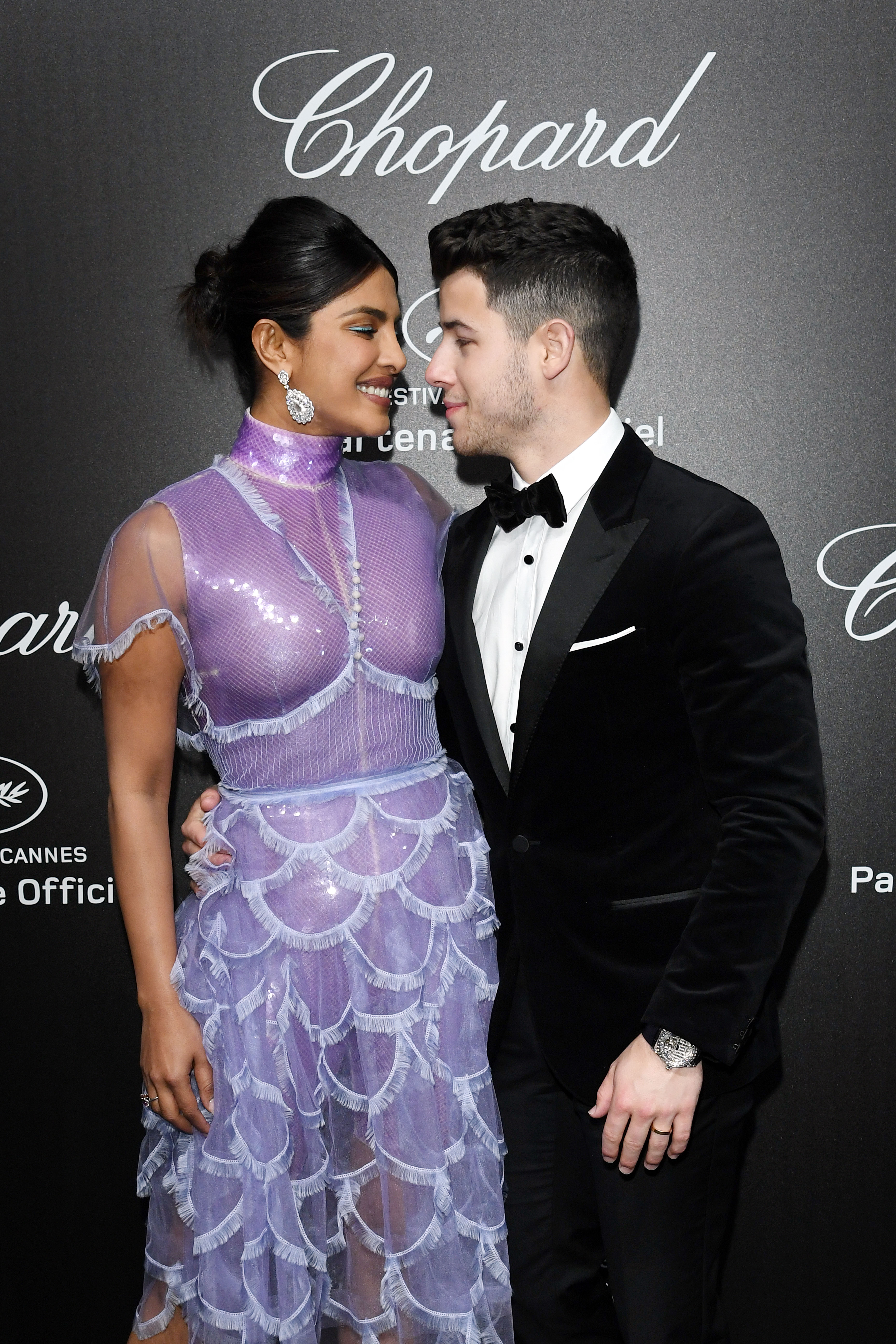 Priyanka Chopra (L) and Nick Jonas