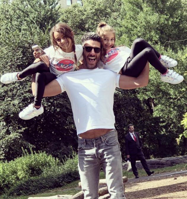Erik Elias e hijas