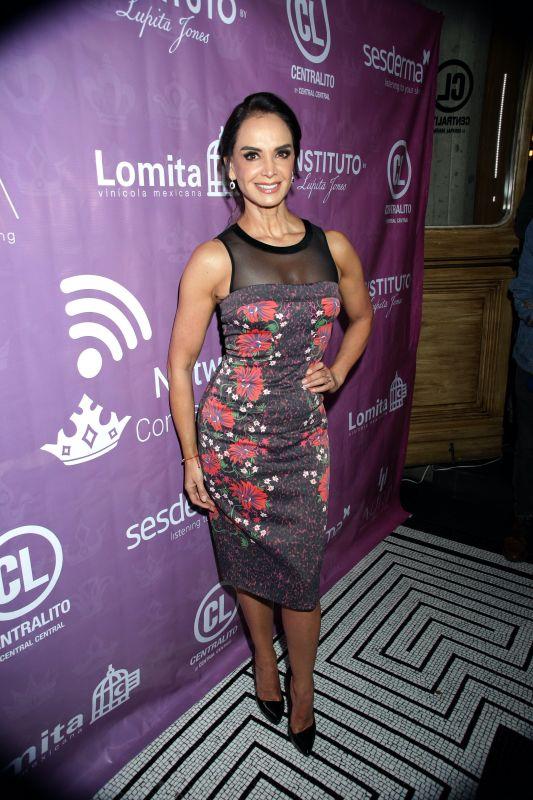 Lupita Jones, looks