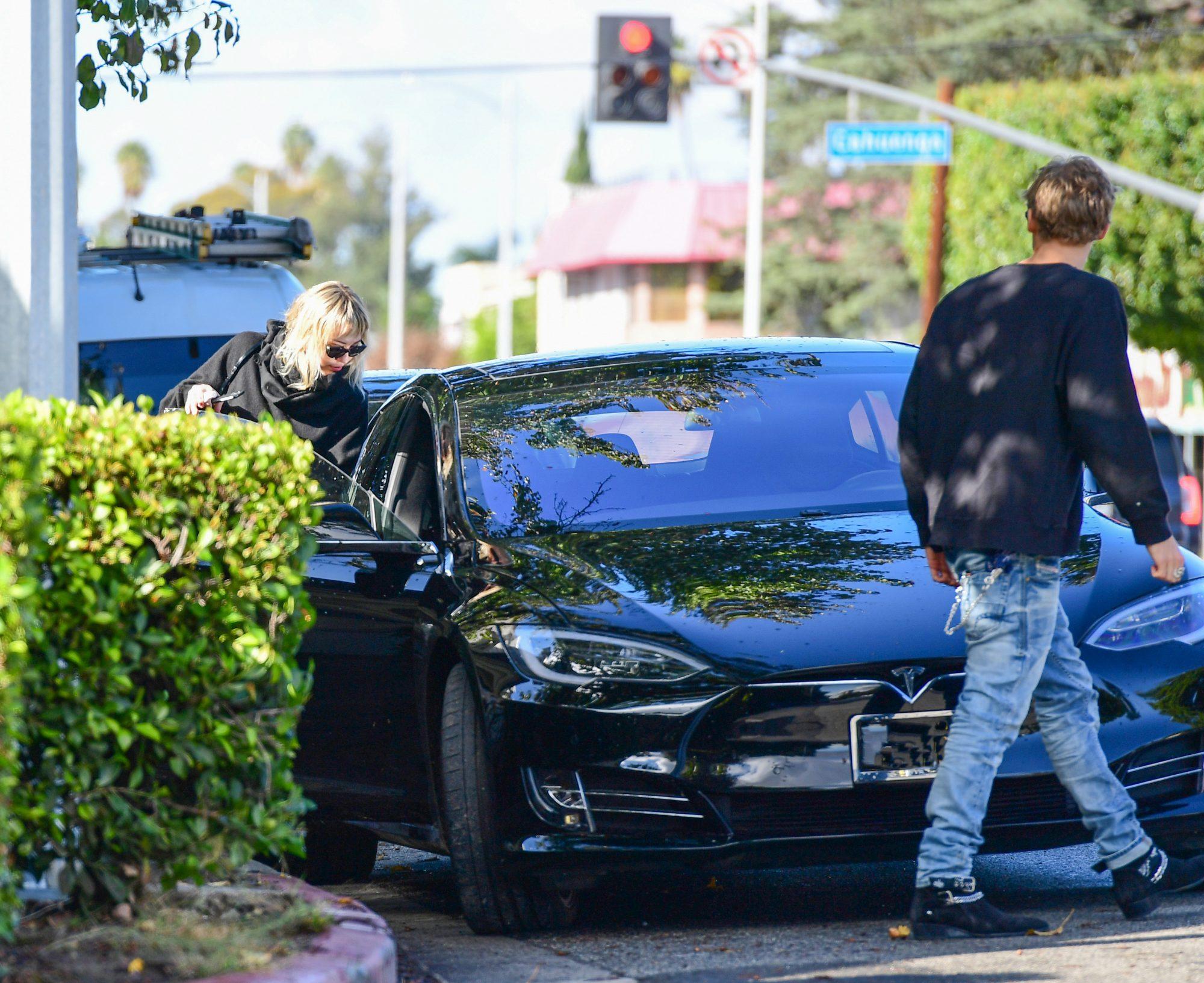 Miley Cyrus y Cody Simpson restaurante los angeles