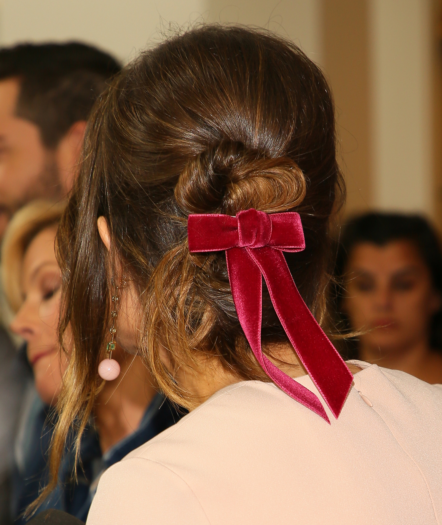 Mandy Moore with a velvet bow in her hair