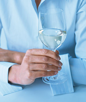 Instant wine smarts real simple how to hold a wineglass ccuart Gallery