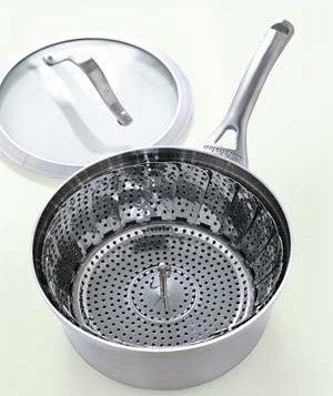 Collapsible steamer basket in saucepan