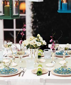 Outdoor dinner table setting & Beautiful Table Settings | Real Simple