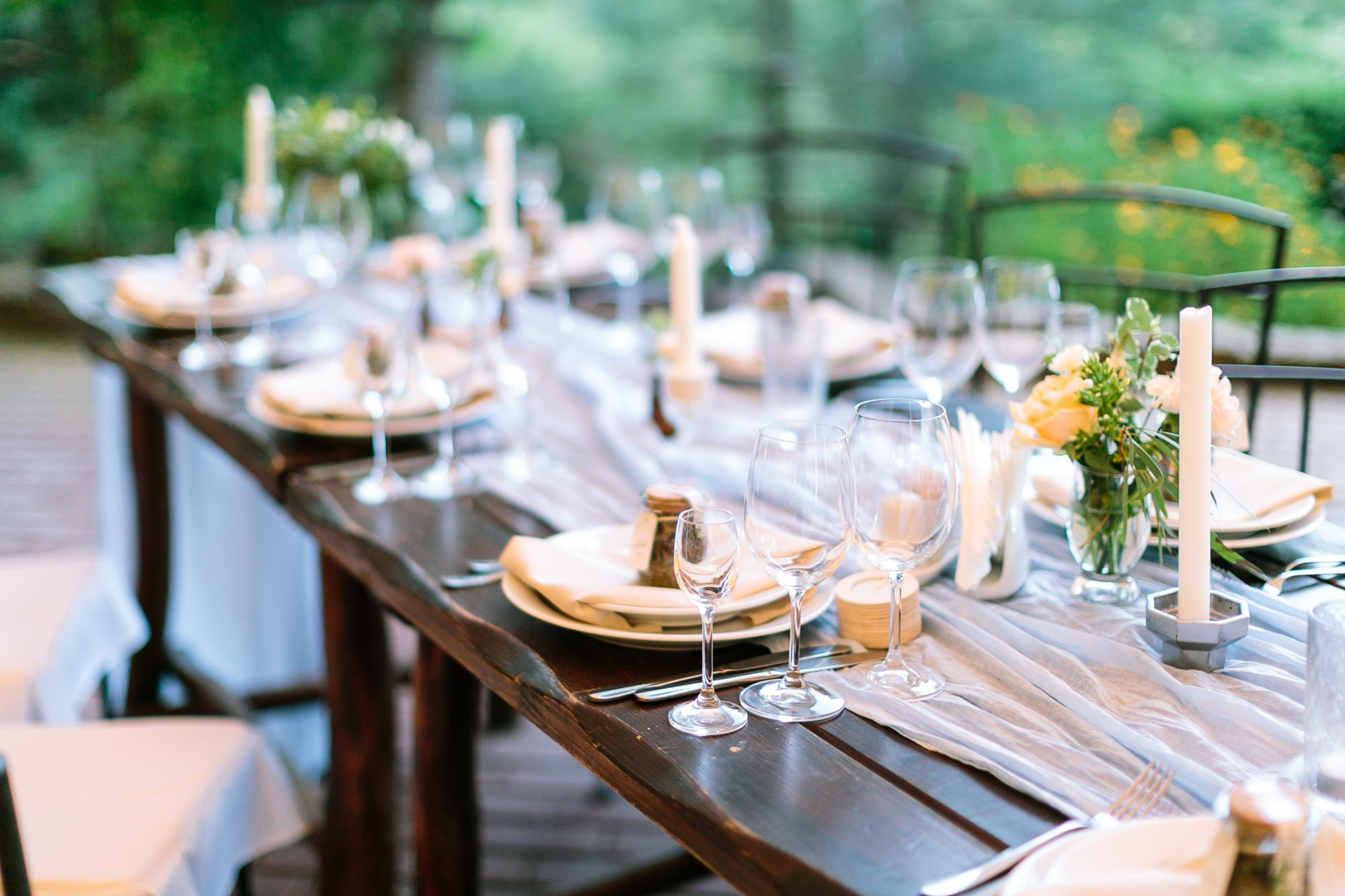 Wedding Menu Ideas: Outdoor table setting