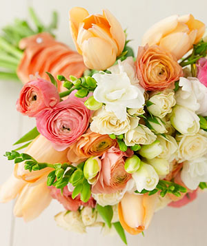 supermarket wedding flowers turn supermarket flowers into beautiful bouquets real simple 7849