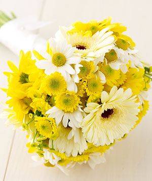 Mums and daisies flower bouquet