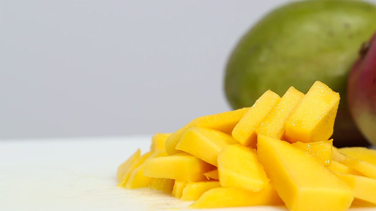 What does a mango look like