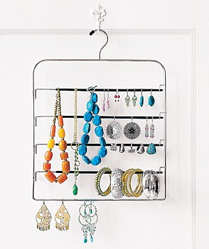 Pants hanger used to organize jewelry