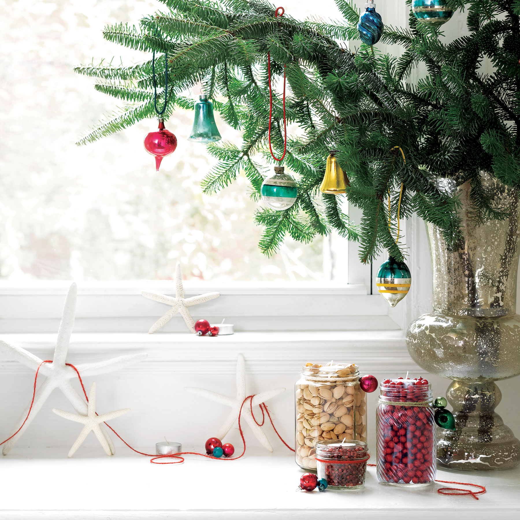 15 Easy Holiday Decorating Ideas That Take Five Minutes Or Less