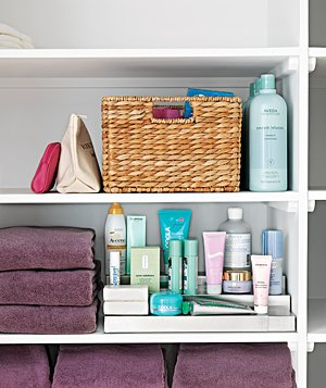 give bathroom shelves an organized look by grouping together like colored towels - Colored Bookshelves