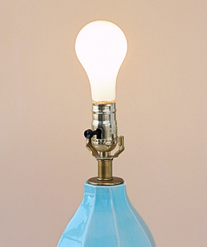Light bulb and lamp