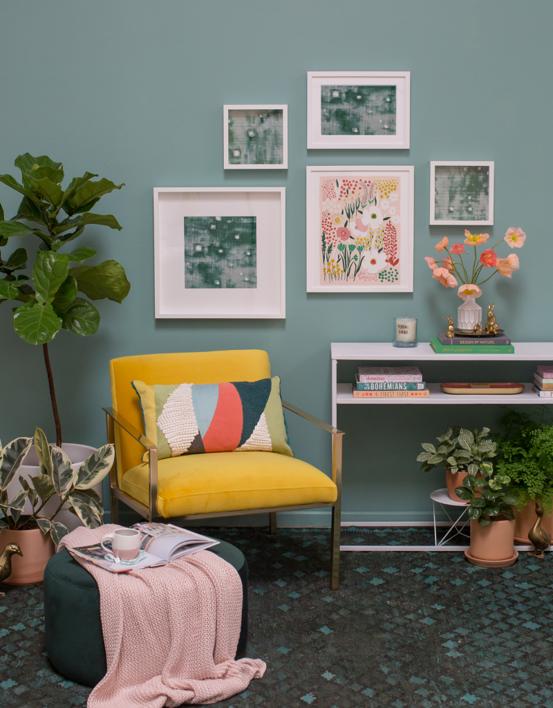 Create a modern décor with bright colors and fuss-free pieces.