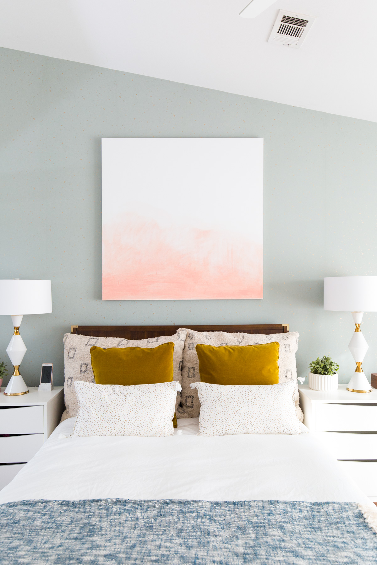 6 Ideas On How To Display Your Home Accessories: 23 Decorating Tricks For Your Bedroom