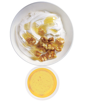 Low-fat Greek yogurt with chopped walnuts and honey
