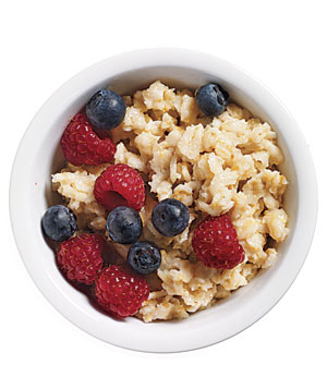 Plain oatmeal with fresh berries