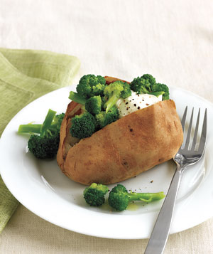 Baked Potato With Broccoli and Sour Cream