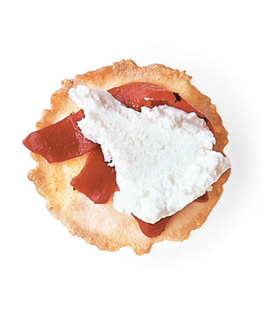 Wafer cracker + piquillo pepper + fresh chevre