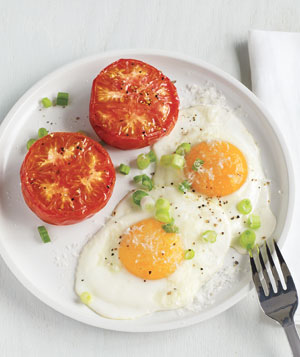 Fried Eggs With Broiled Tomatoes