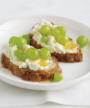 Toast With Ricotta and Grapes