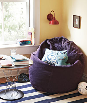 Kids' reading nook corner