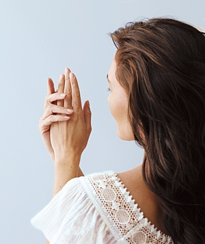 woman-lotion-hands_300