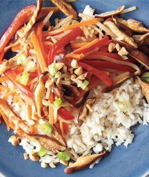 Vegetable stir-fry with peanuts