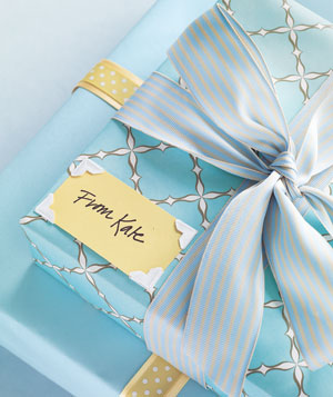 Self-adhesive photo corners to hold a gift card