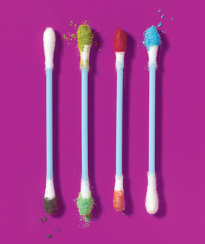 Q-Tips used as cosmetic kit