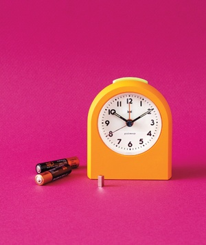 Clock magnet battery