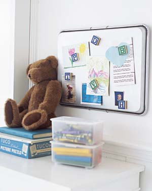 Baking sheet used as a magnetic bulletin board