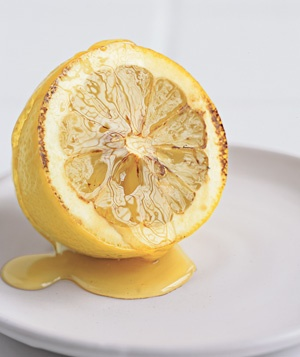 Lemon used to relieve a sore throat