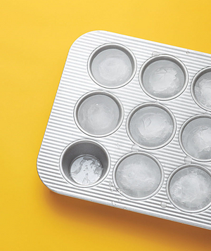 Muffin tin used as ice tray