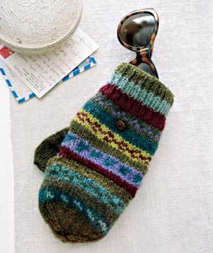 Mitten as a sunglasses holder