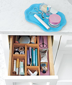 Separate cosmetics by category―lip colors, shadows, blushes, etc.―and store them in small drawer organizers that you can easily rearrange.