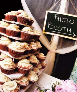 Wedding photobooth and cupcakes