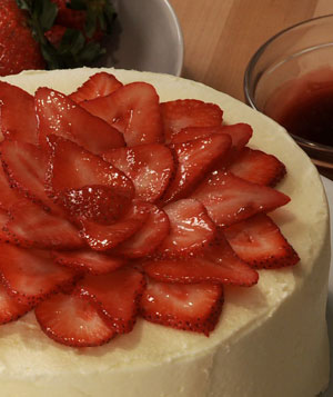 How To: Finish a Cake With Fresh Strawberries
