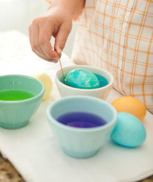 Hand dying marbleized easter egg