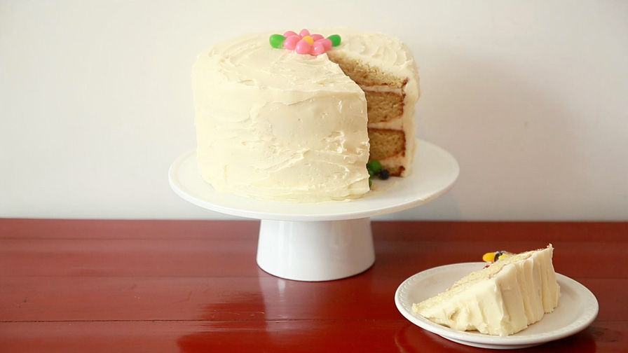 easter-surprise-cake