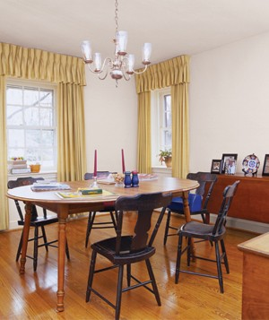 Dining room with yellow curtains