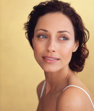 Eye makeup for women in their 40s