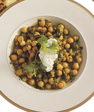 Chickpea-Spinach Curry With Cucumber-Yogurt Sauce