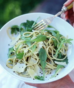 Spaghetti with rocket and parmesan