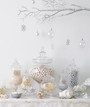 Full white and metallic dessert bar