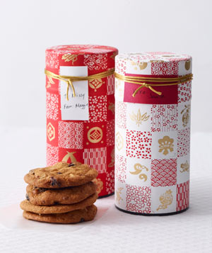 Cookies in vintage-inspired tea tins