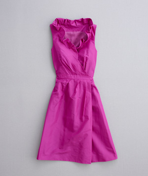 V-neck pink dress with ruffled collar