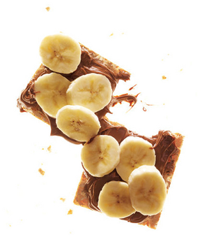 Crackers With Chocolate-Hazelnut Spread and Banana
