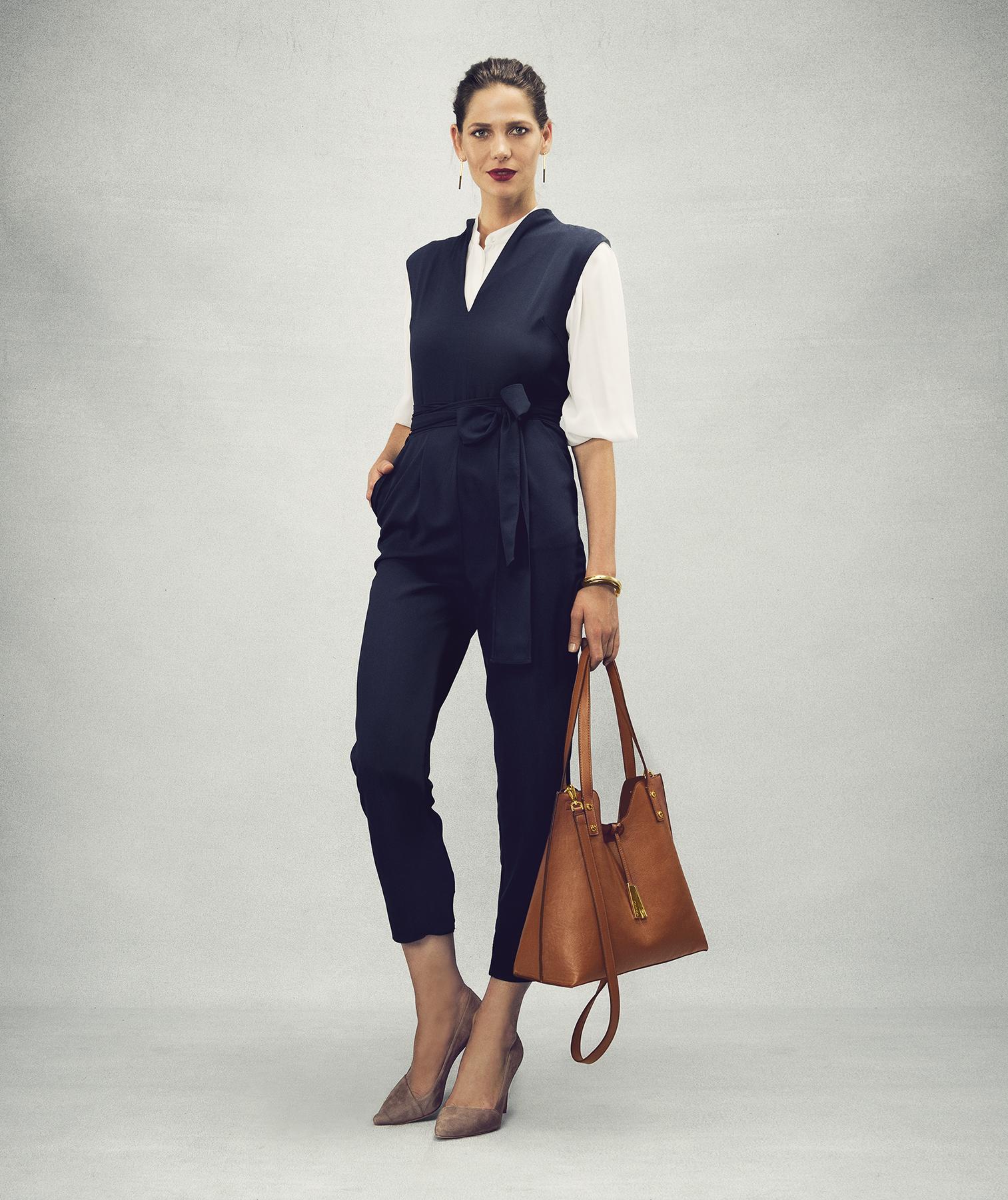 Outfit with jumpsuit and blouse