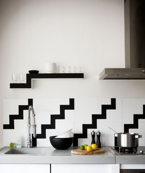 19 Amazing Kitchen Decorating Ideas. Black And White Backsplash